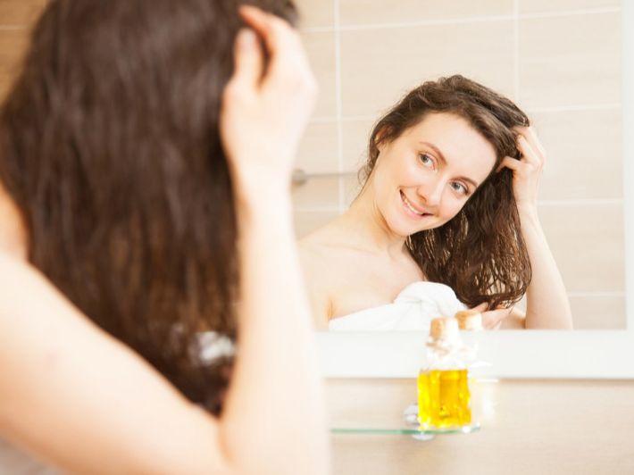 تغذية الشعر الجاف: أفضل النصائح والوصفات المنزلية