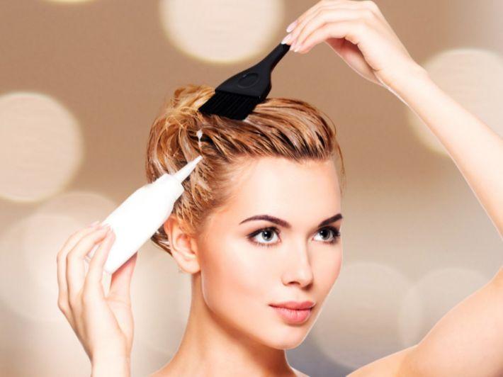 كيفية تفتيح لون الشعر بالصبغة