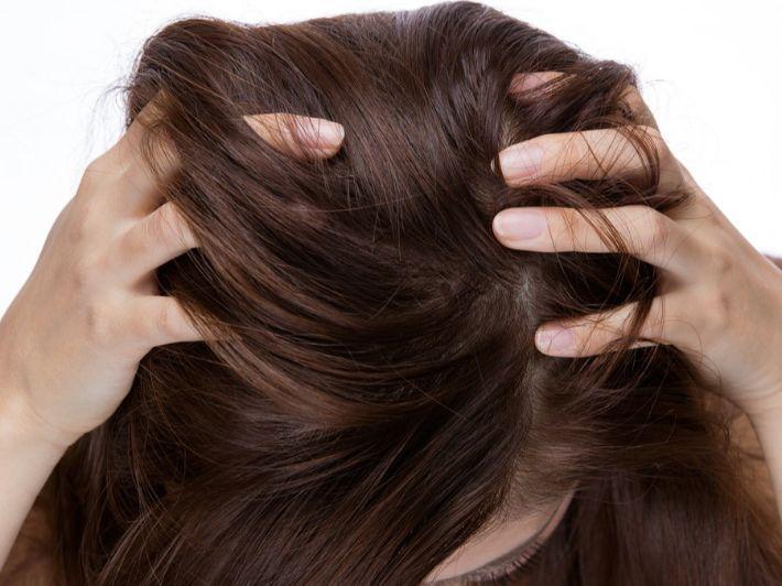 وصفات سهلة لترطيب جذور الشعر