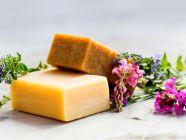 كيف تحضرين صابونًا طبيعيًا للبشرة الجافة؟