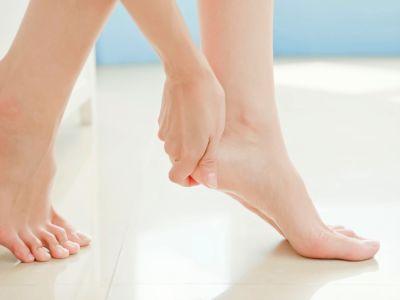التخلص من تشقق القدمين: أبرز الوصفات الطبيعية