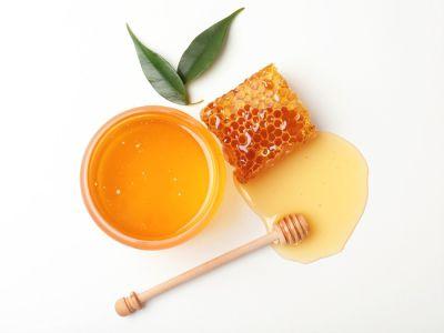 شمع العسل وزيت الزيتون للبشرة: فوائد ووصفات