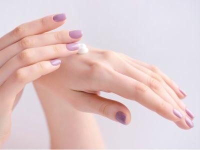 كيفية تبييض اليدين وأهم النصائح للعناية بهما