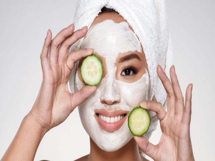 5 وصفات لتفتيح بشرة الوجه السمراء وأهم النصائح