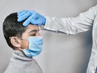 أعراض كوفيد-19 عند الأطفال، وكيف تميزها عن الإنفلونزا؟