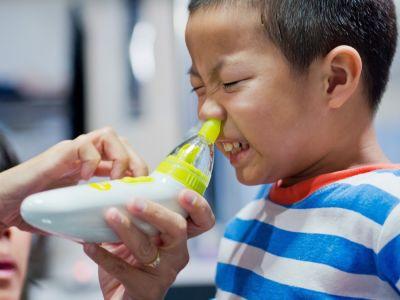 طريقة استخدام بخاخ الأنف للأطفال