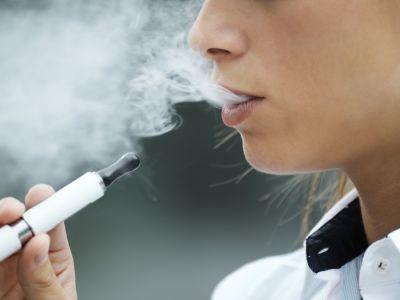 ما هي أضرار السجائر الإلكترونية؟ وهل هي أقل ضرراً من التبغ؟
