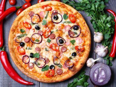 طريقة تحضير بيتزا النقانق